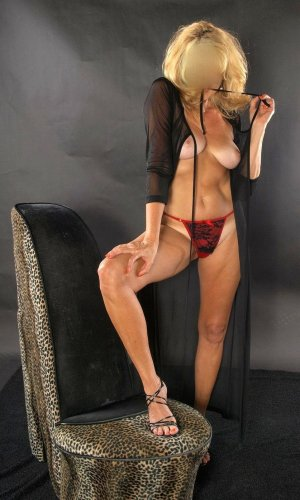 Isy escort girl