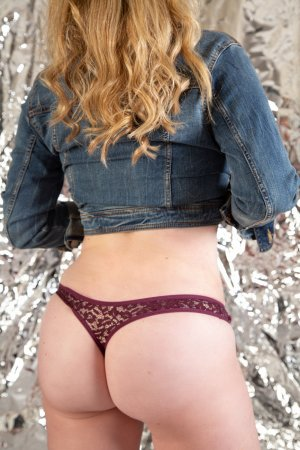 Paulyne escort in Medford